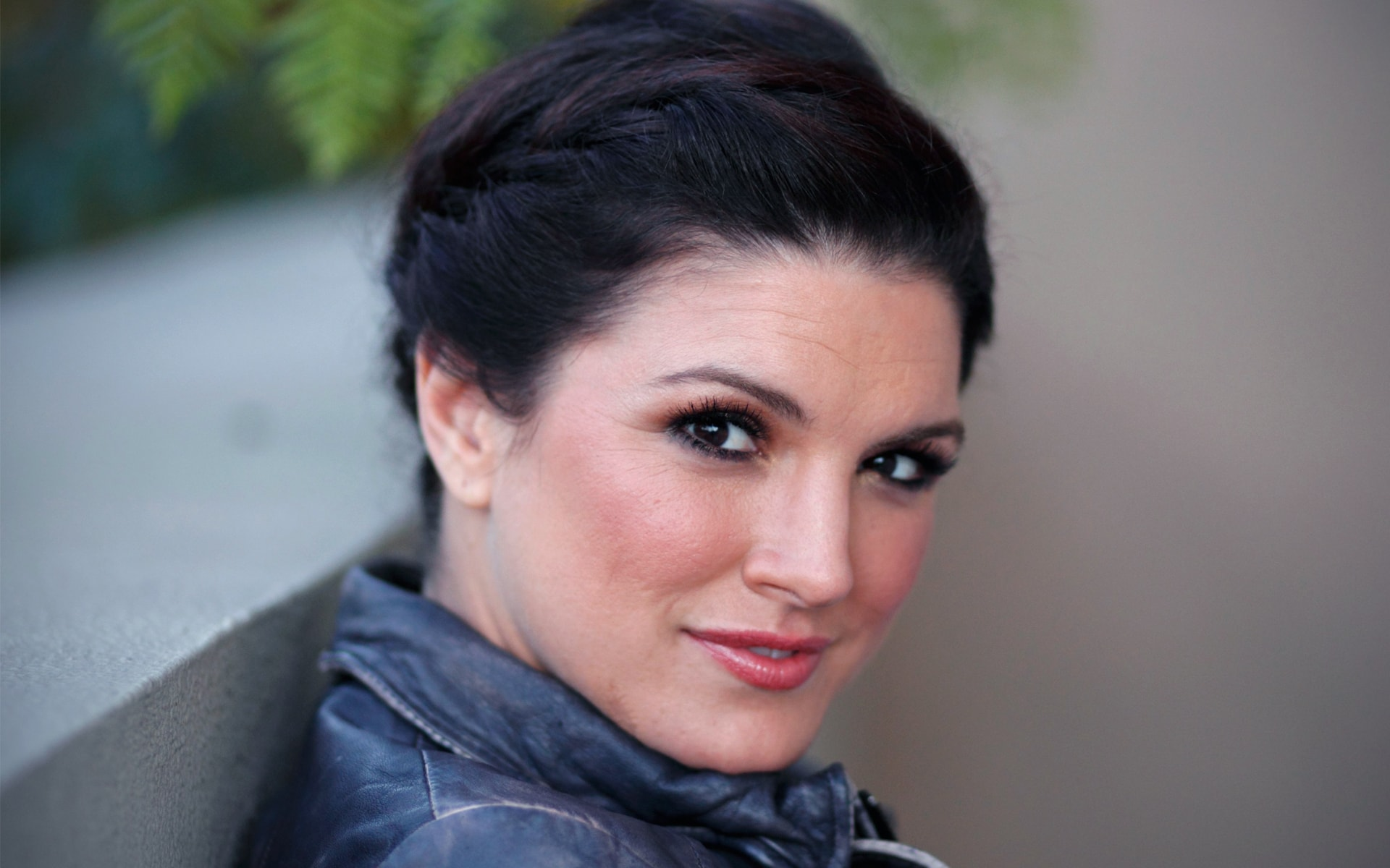 Gina Carano widescreen wallpapers