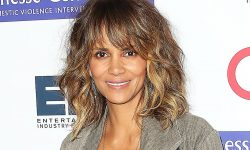 Halle Berry widescreen wallpapers