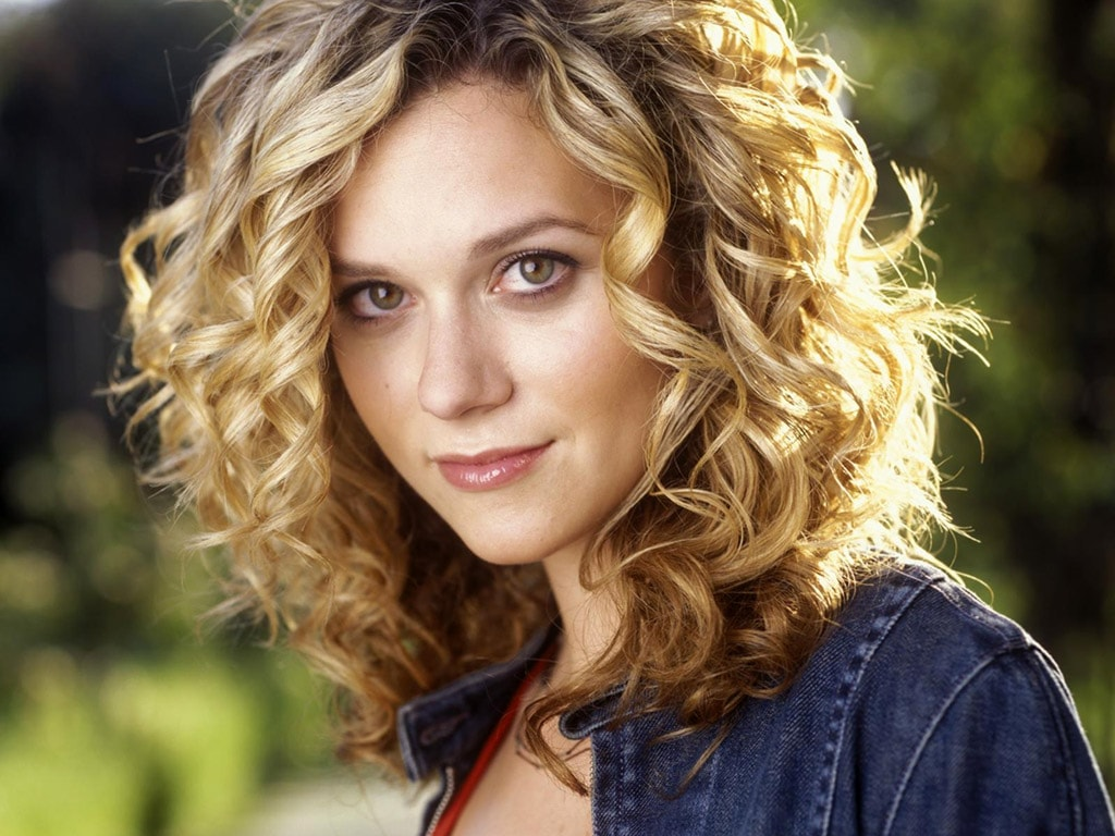 Hilarie Burton widescreen wallpapers