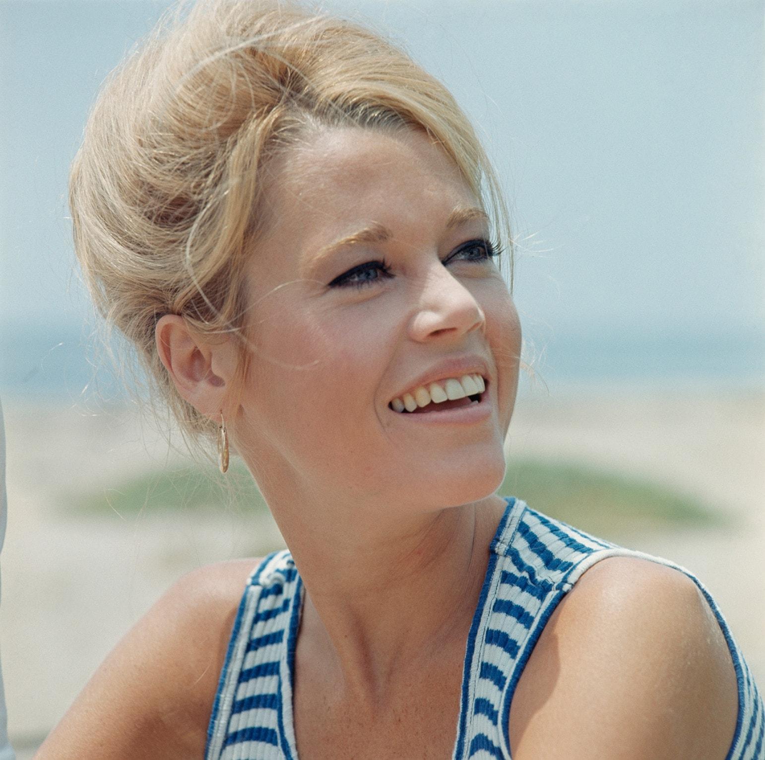 Jane Fonda widescreen wallpapers