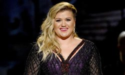 Kelly Clarkson widescreen wallpapers