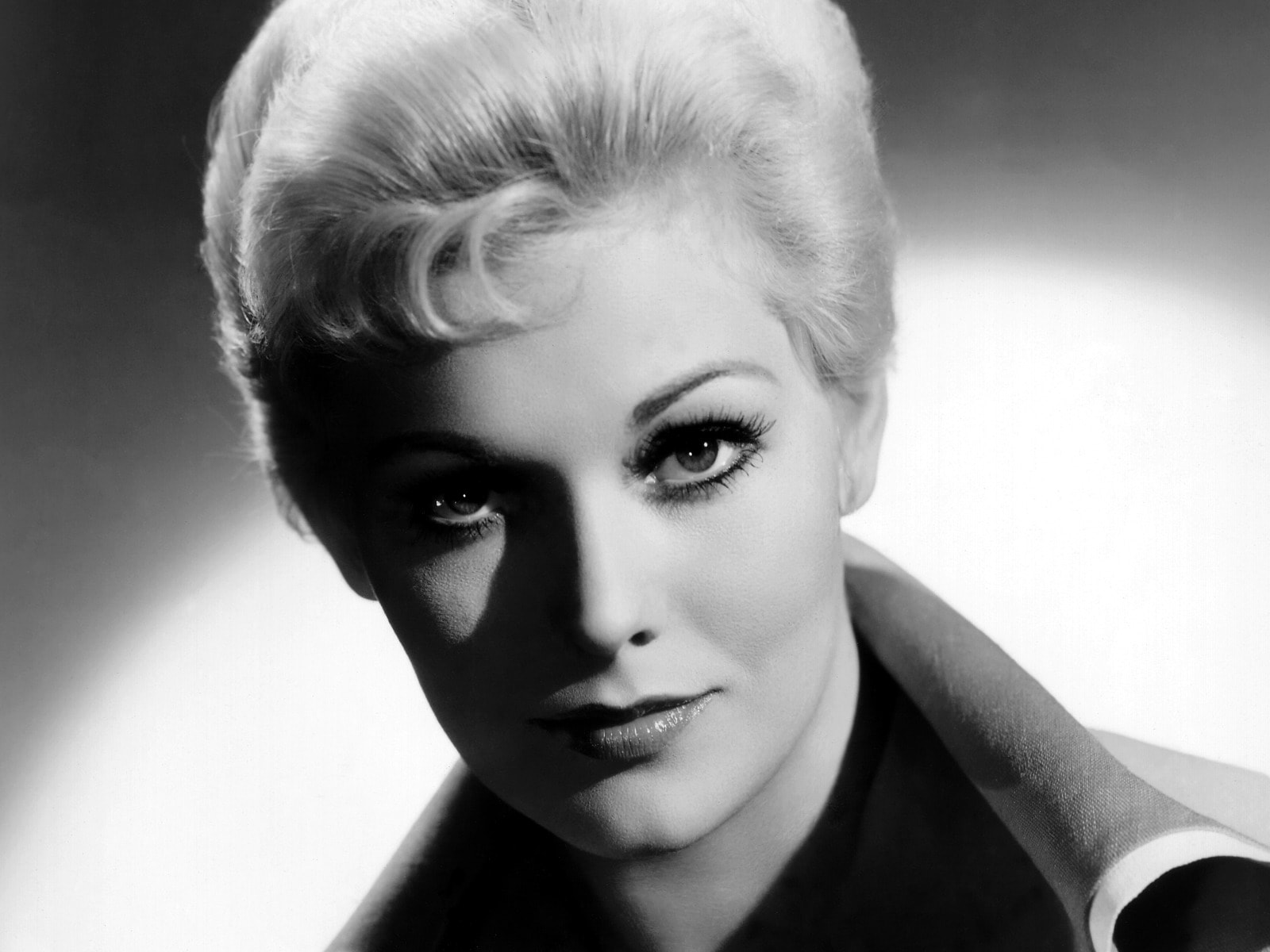 Kim Novak widescreen wallpapers