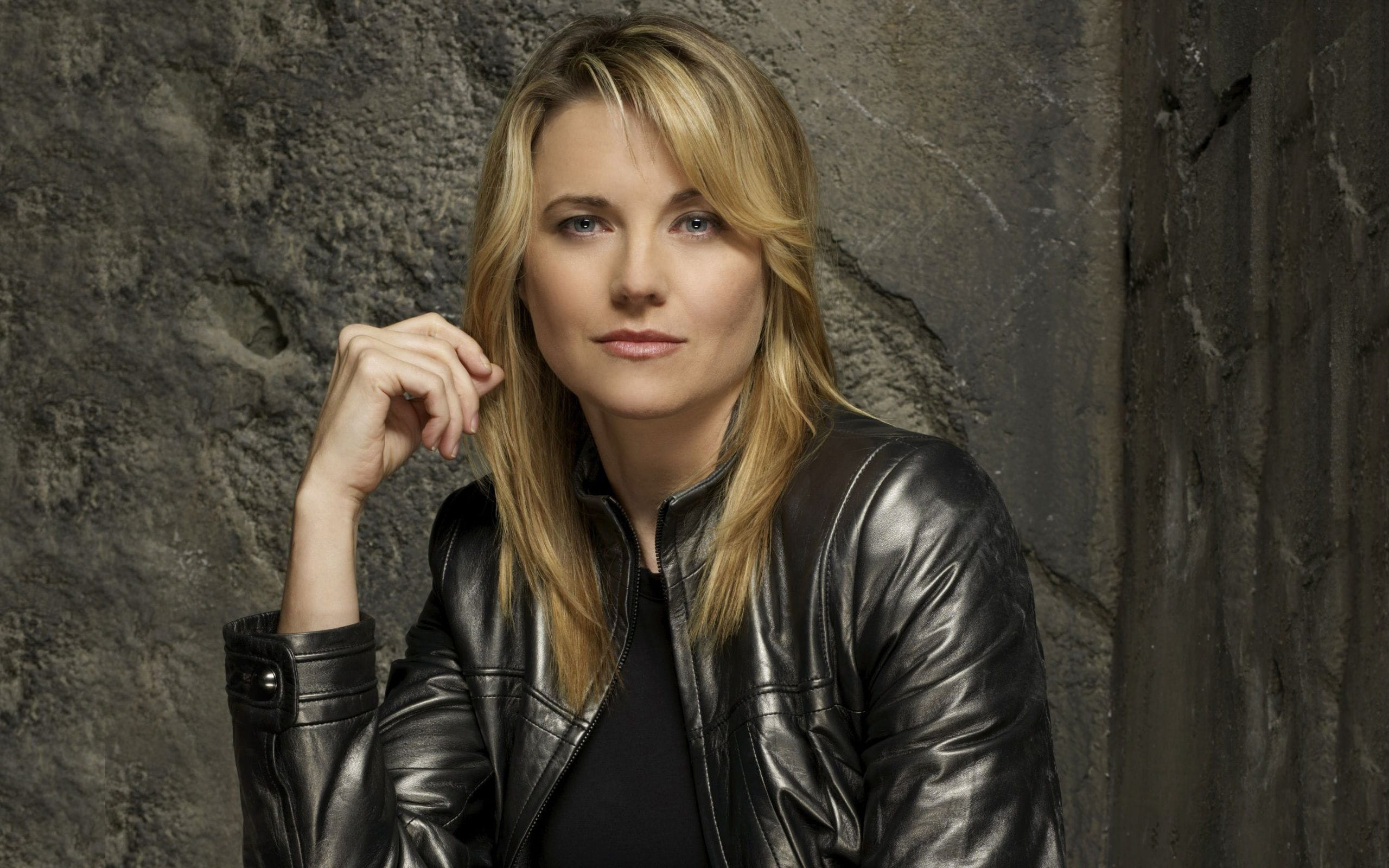 Lucy Lawless widescreen wallpapers