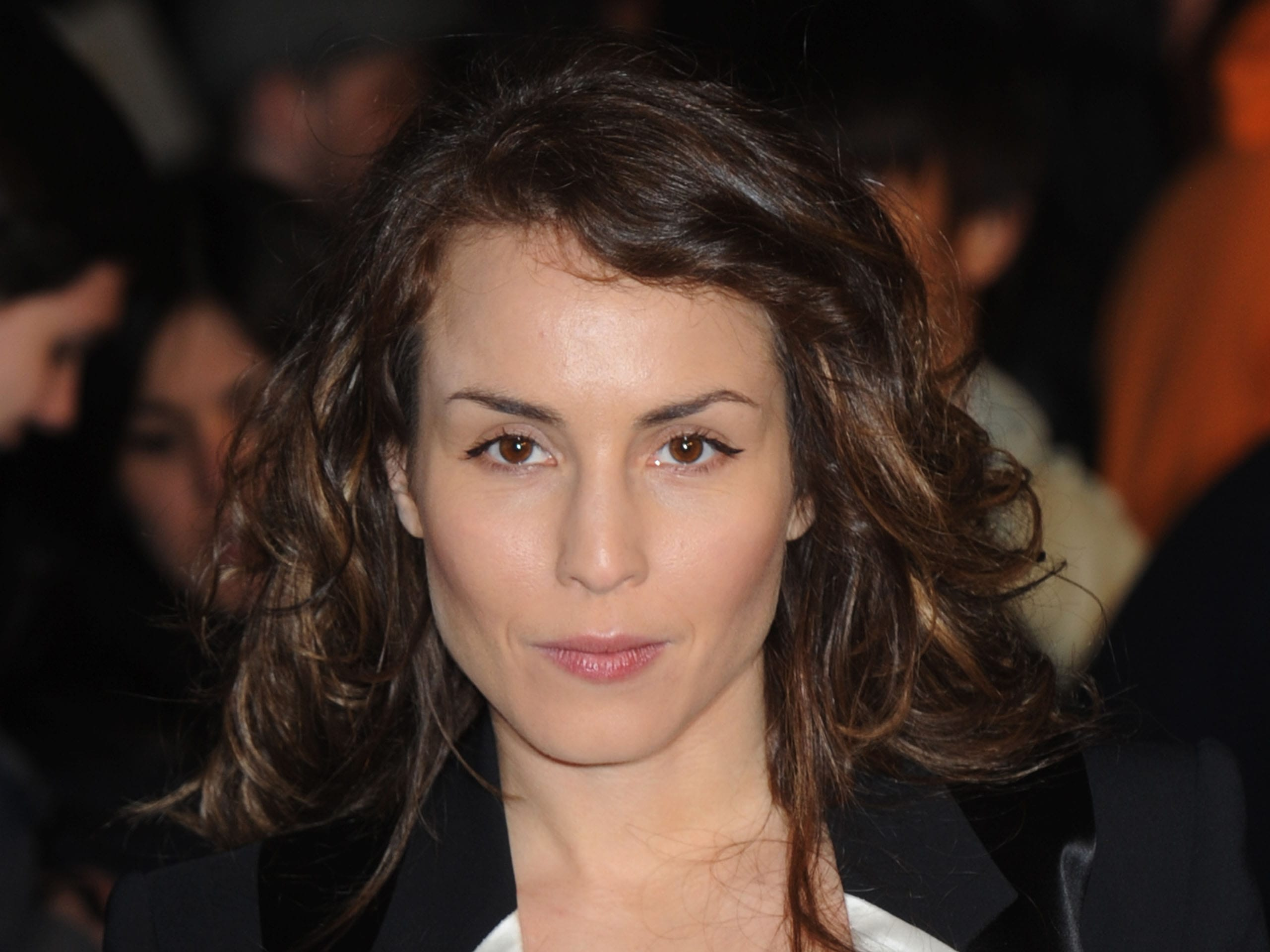 Noomi Rapace widescreen wallpapers