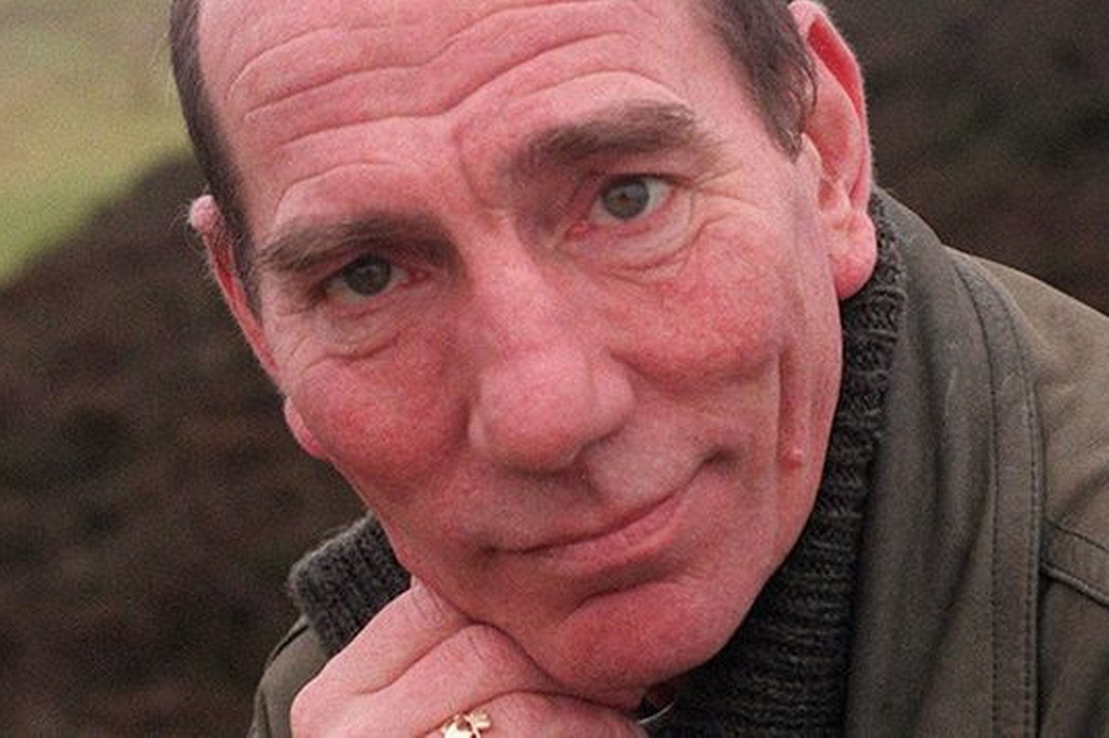 Pete Postlethwaite widescreen wallpapers
