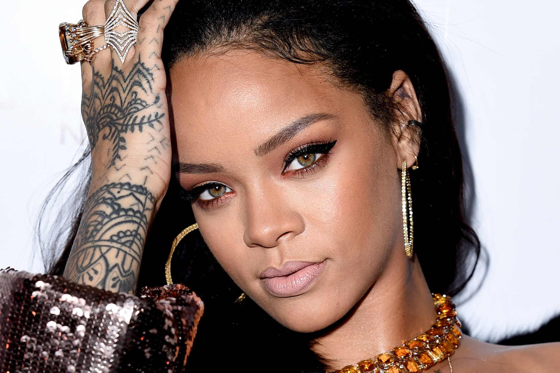 Rihanna widescreen wallpapers