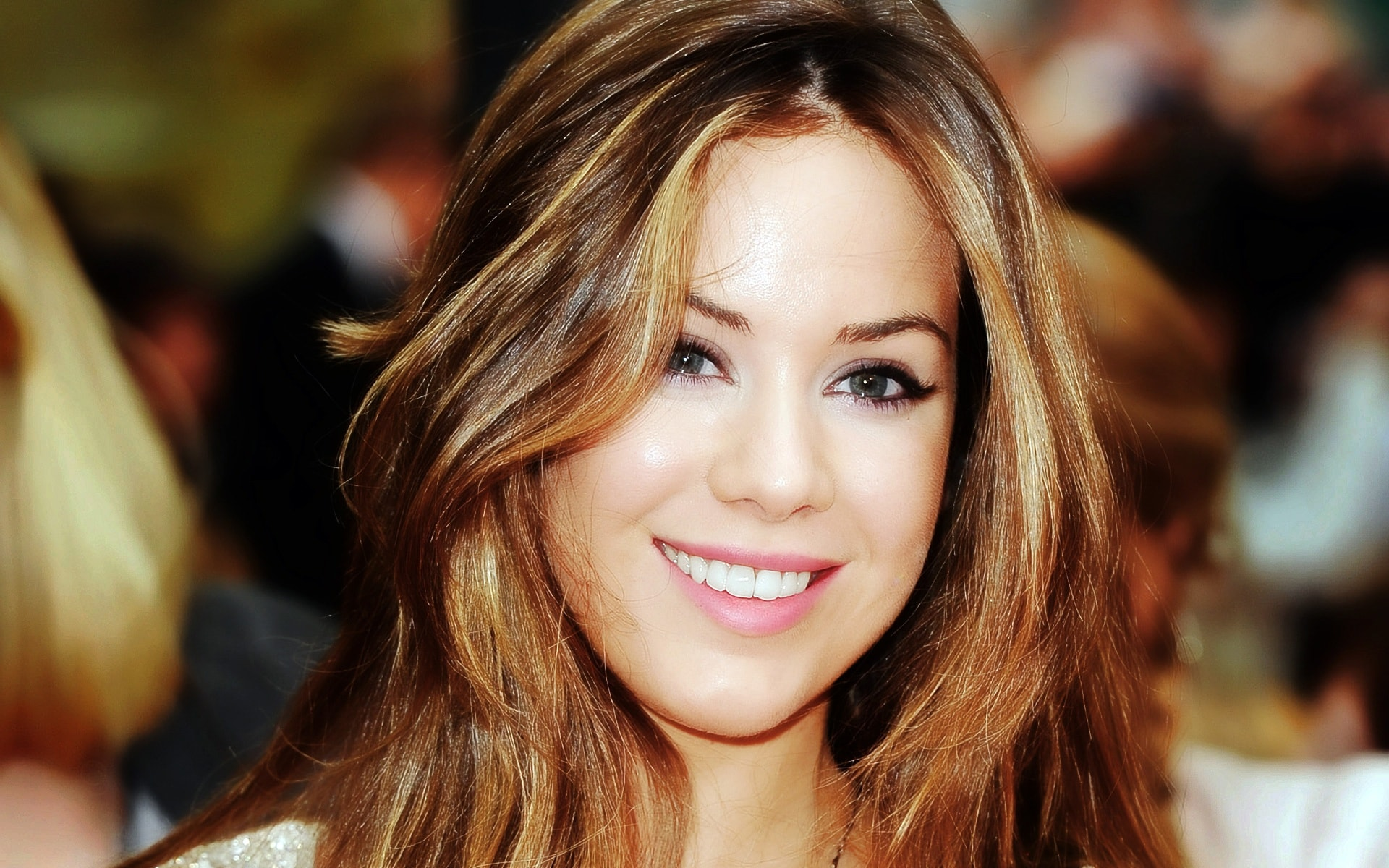 Roxanne Mckee widescreen wallpapers
