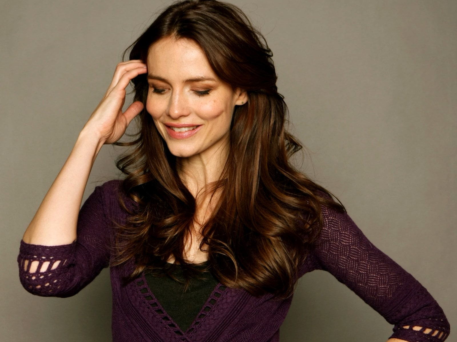 Saffron Burrows widescreen wallpapers