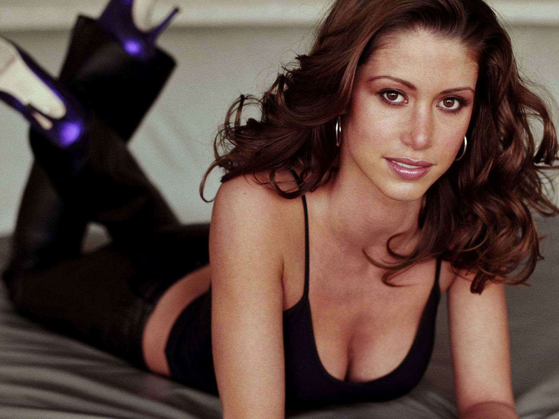 Shannon Elizabeth widescreen wallpapers