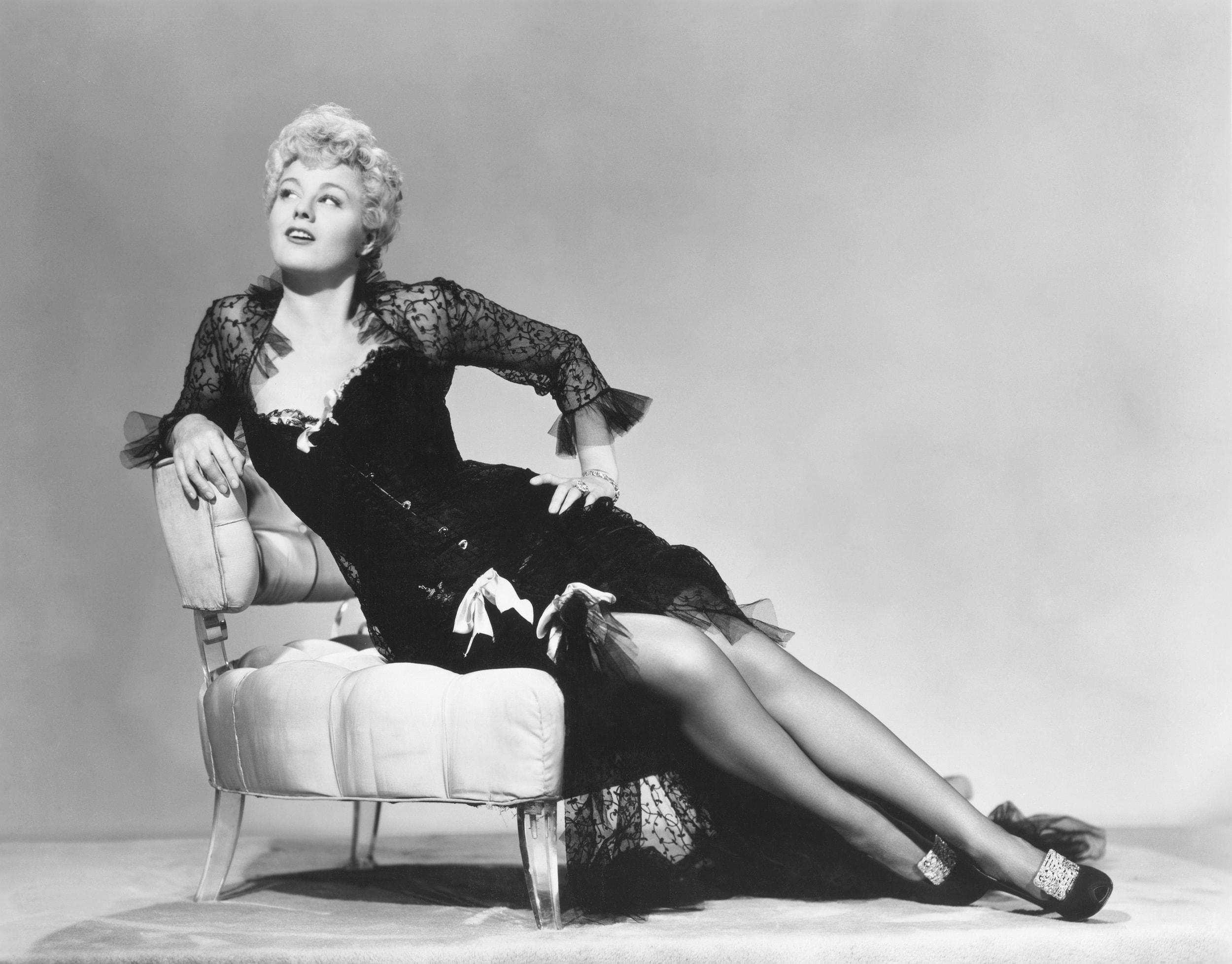Shelley Winters widescreen wallpapers