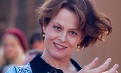 Sigourney Weaver widescreen wallpapers