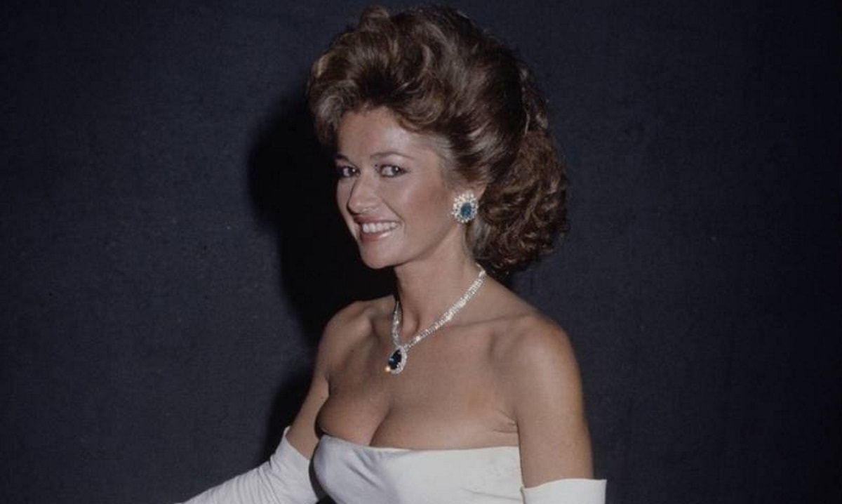 Stephanie Beacham widescreen wallpapers