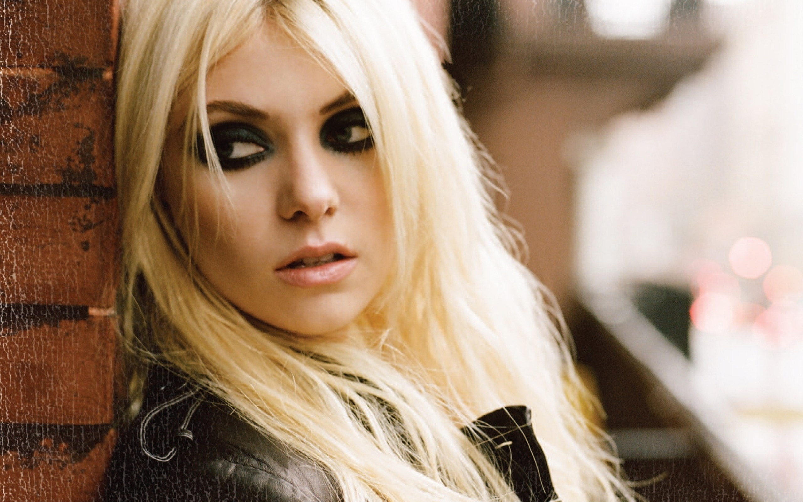 Taylor Momsen widescreen wallpapers