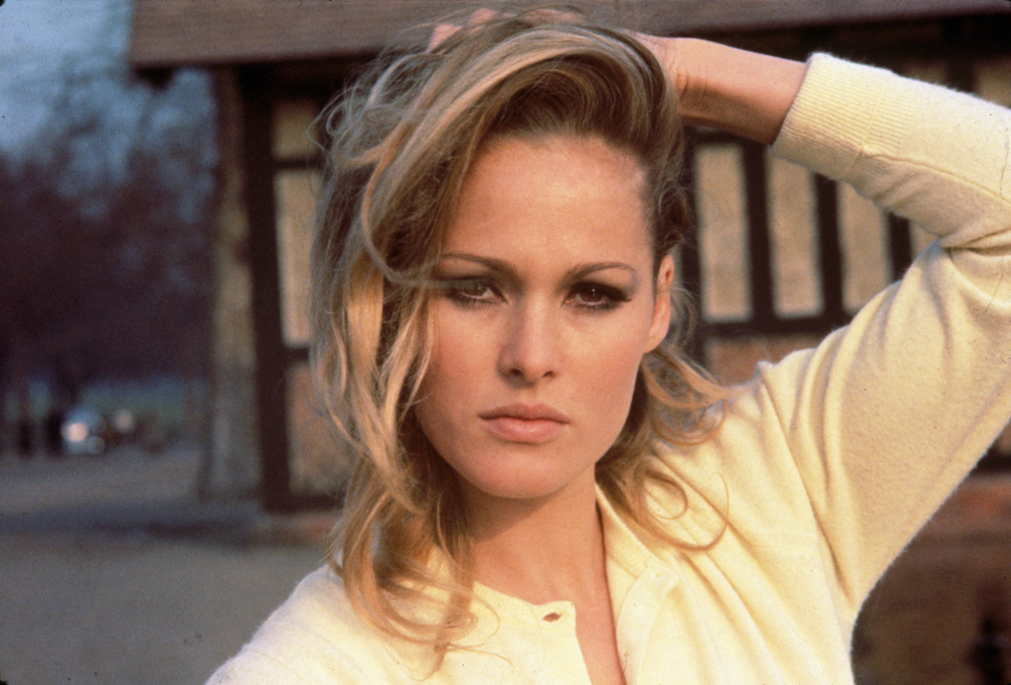 Ursula Andress widescreen wallpapers