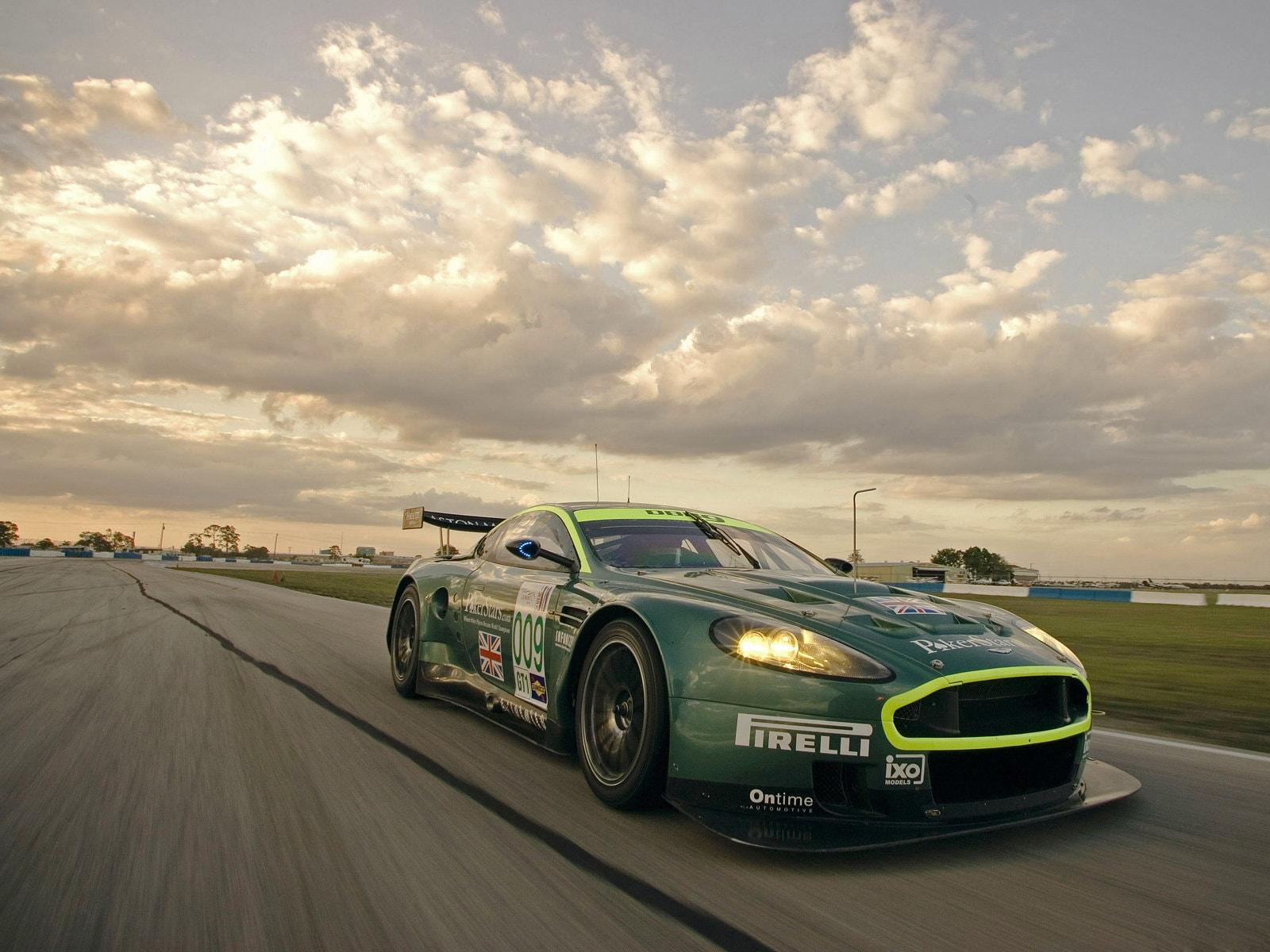 Aston Martin DBR9 Pictures