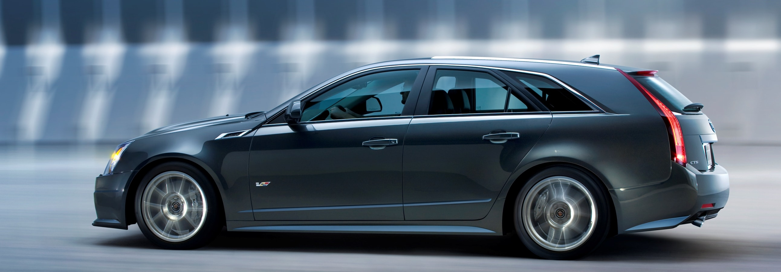 Cadillac CTS-V Wagon Pictures