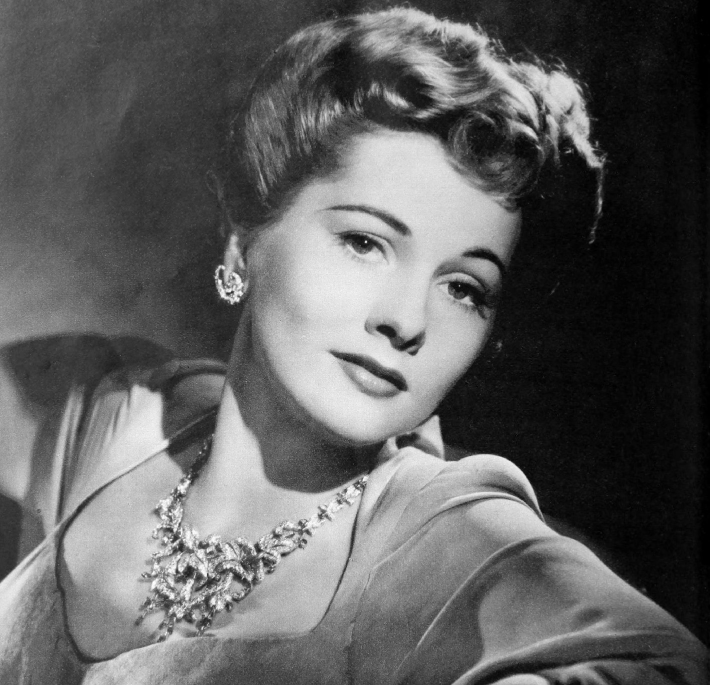 Joan Fontaine Pictures