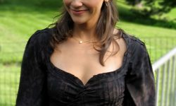 Rashida Jones Pictures