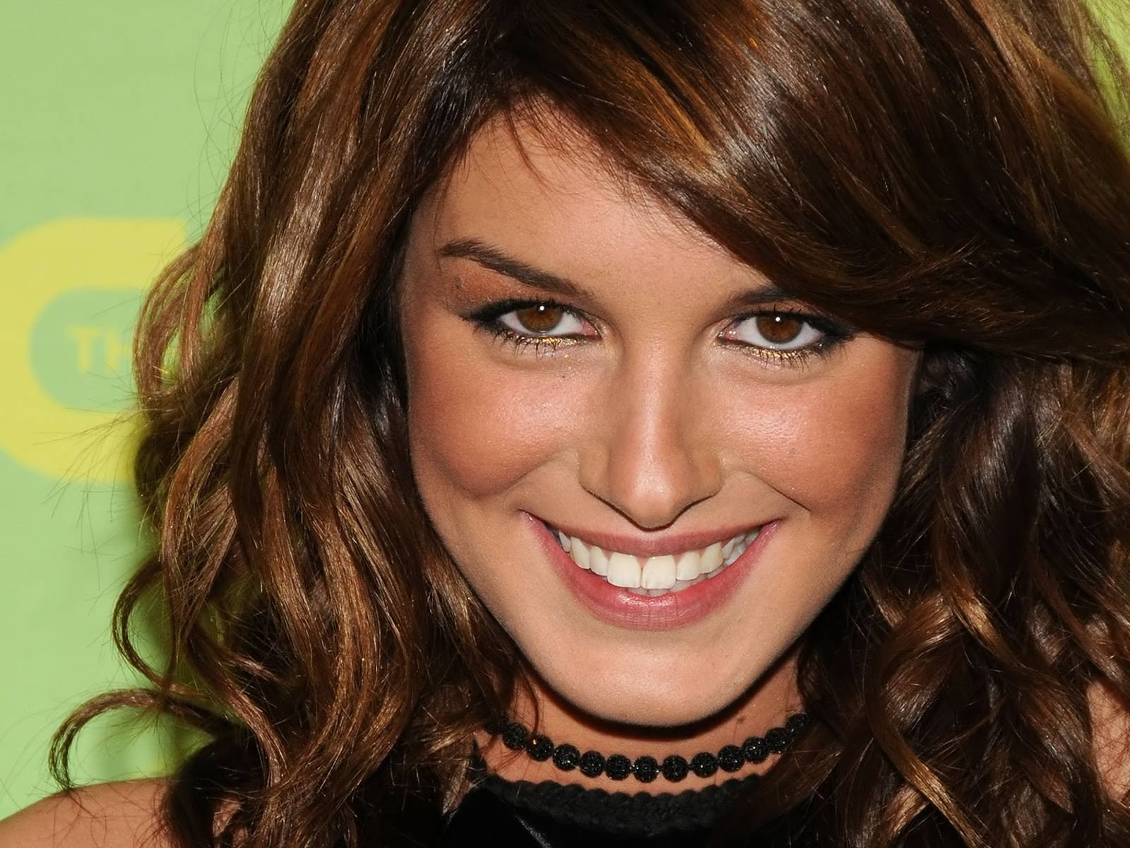Shenae Grimes Pictures