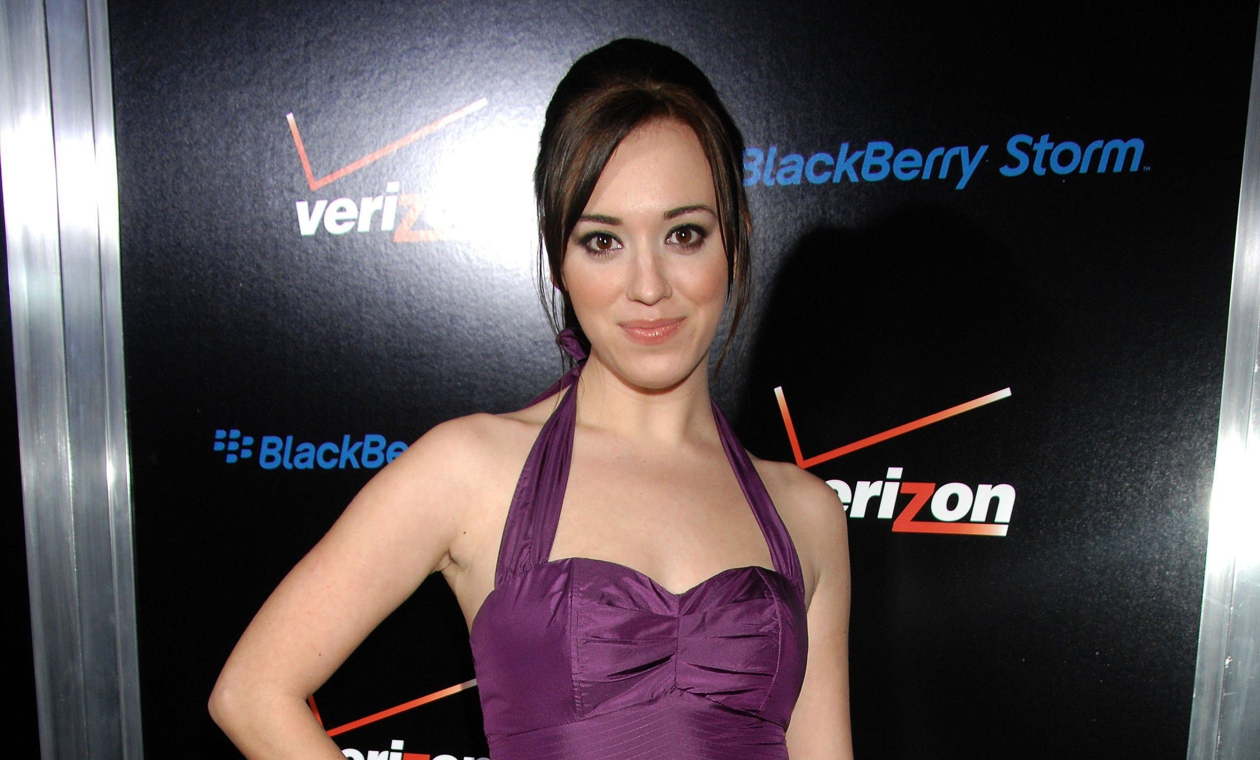 Andrea Bowen Background