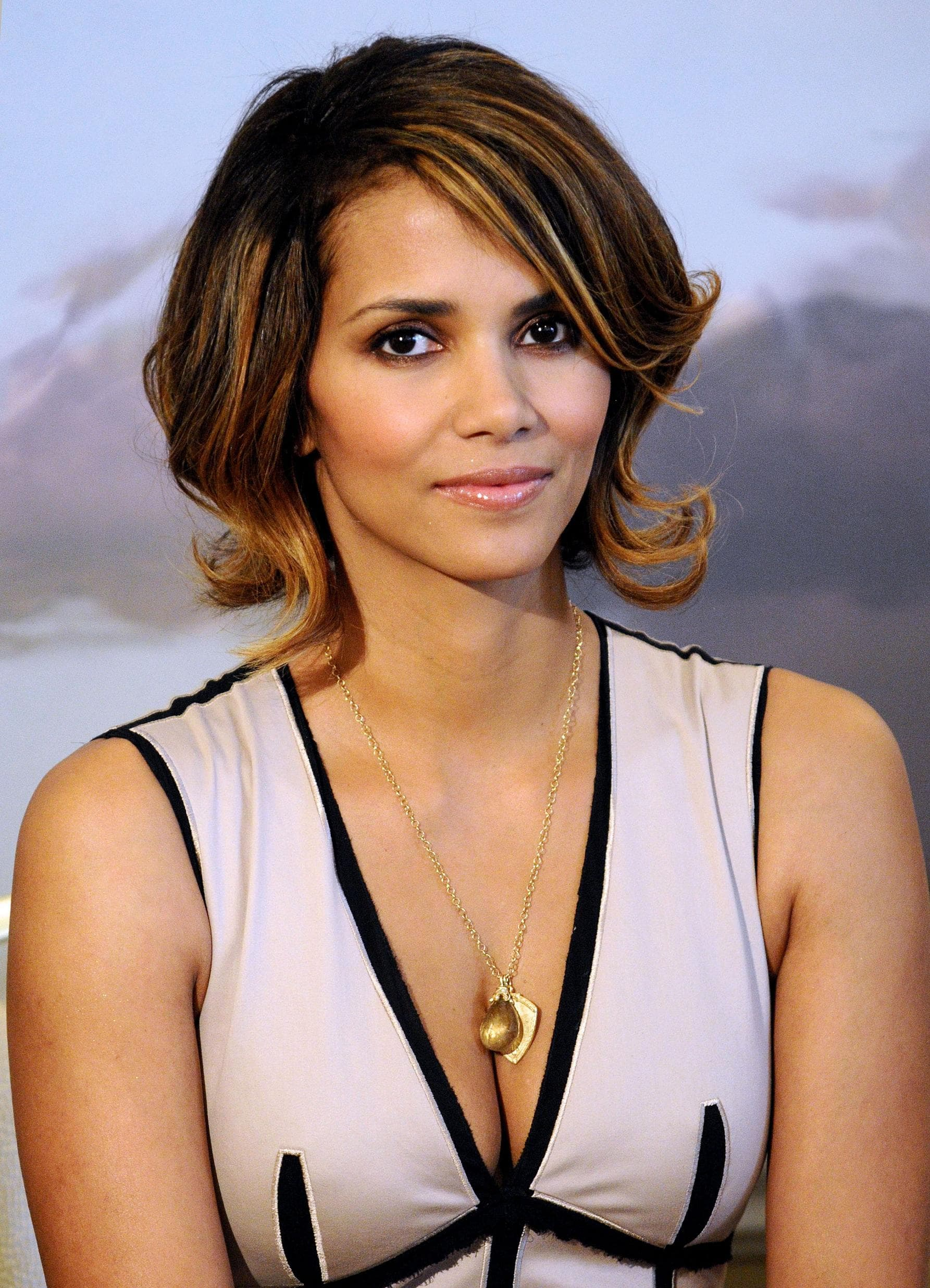 Halle Berry HQ wallpapers