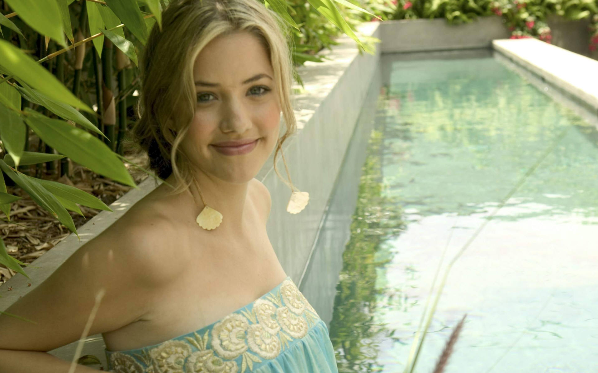 Julie Gonzalo HQ wallpapers
