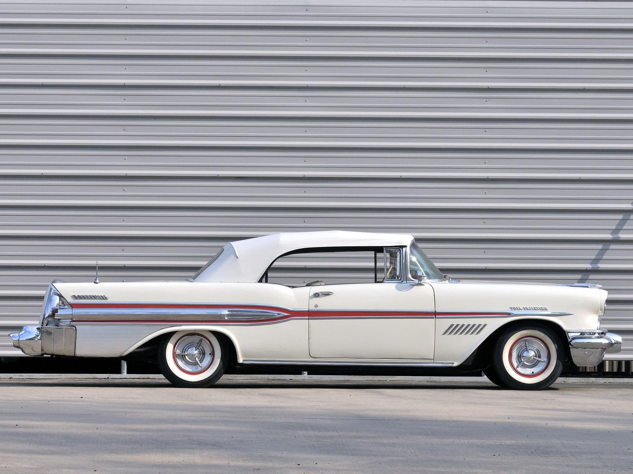 1957 Pontiac Star Chief Custom Bonneville Screensavers
