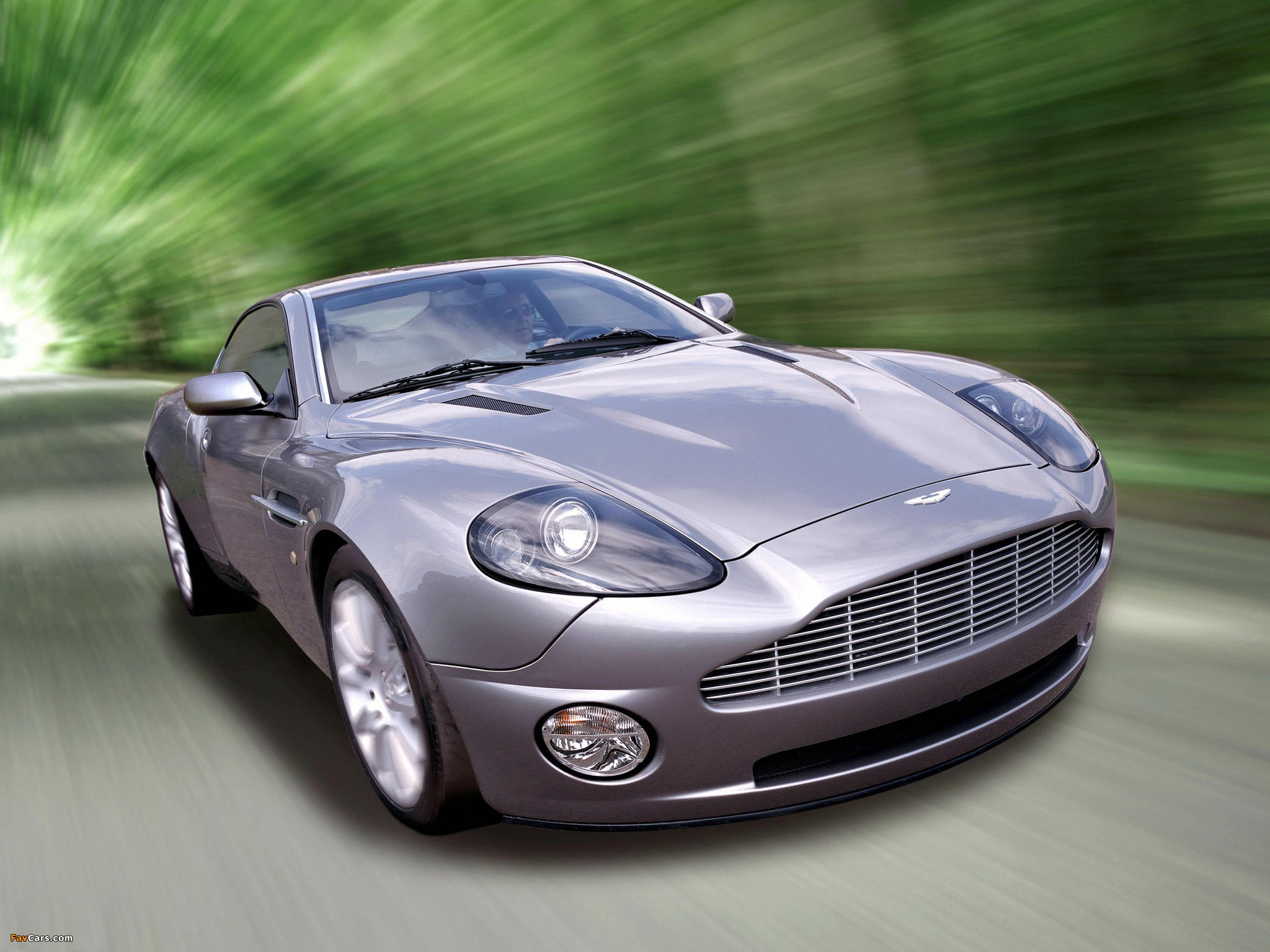 2001 Aston Martin Vanquish Screensavers