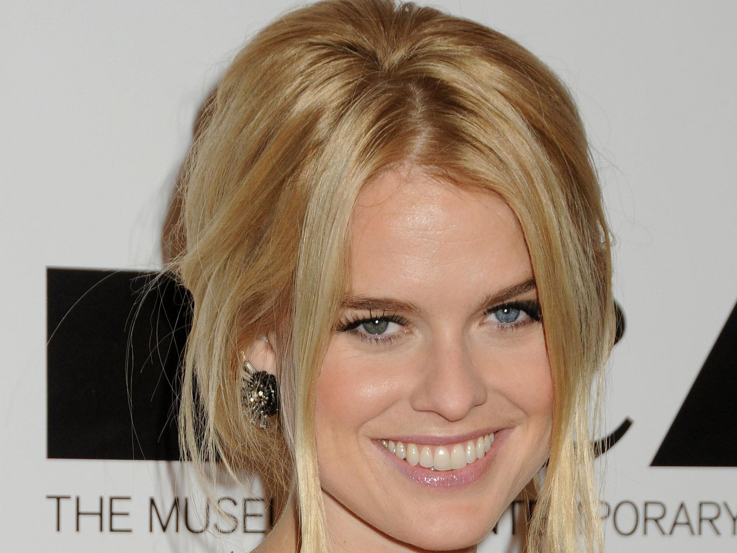 Alice Eve Desktop wallpapers