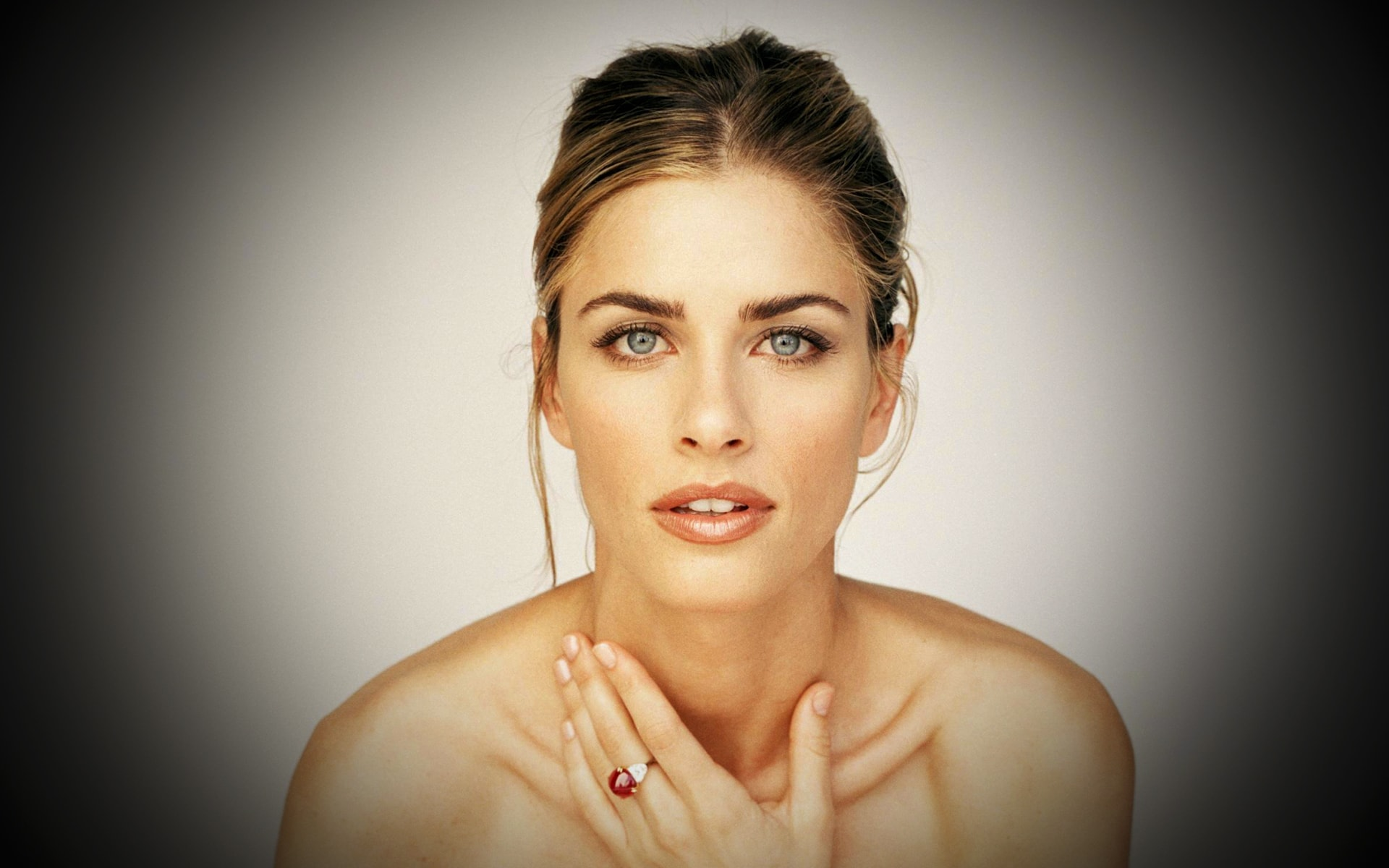 Amanda Peet Desktop wallpapers