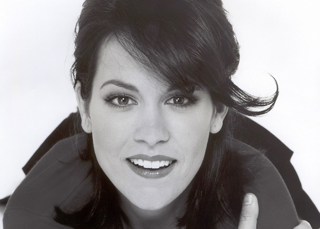 Annabeth Gish Screensavers