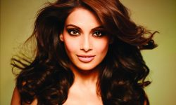 Bipasha Basu Screensavers