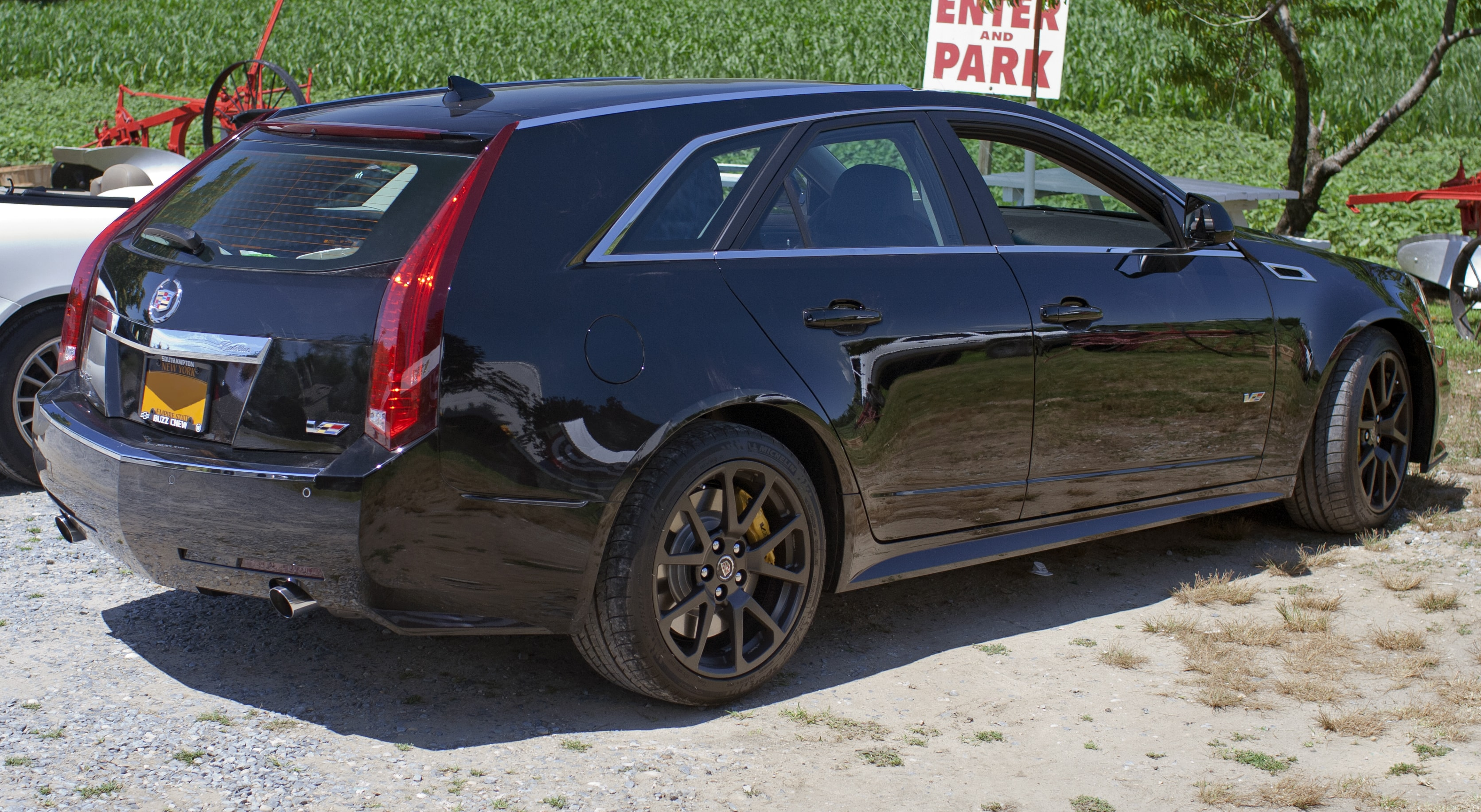 Cadillac CTS-V Wagon Screensavers