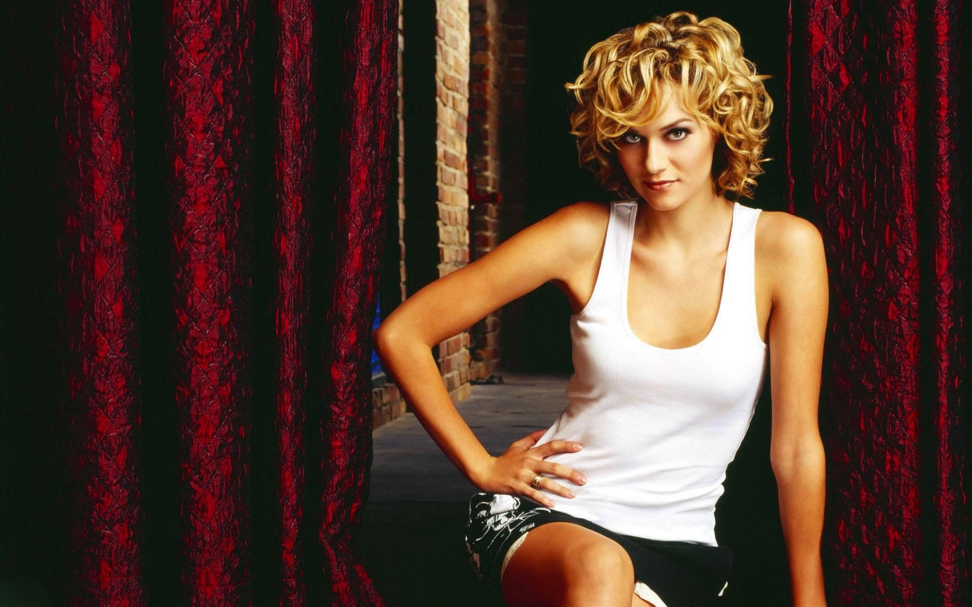 Hilarie Burton Desktop wallpapers