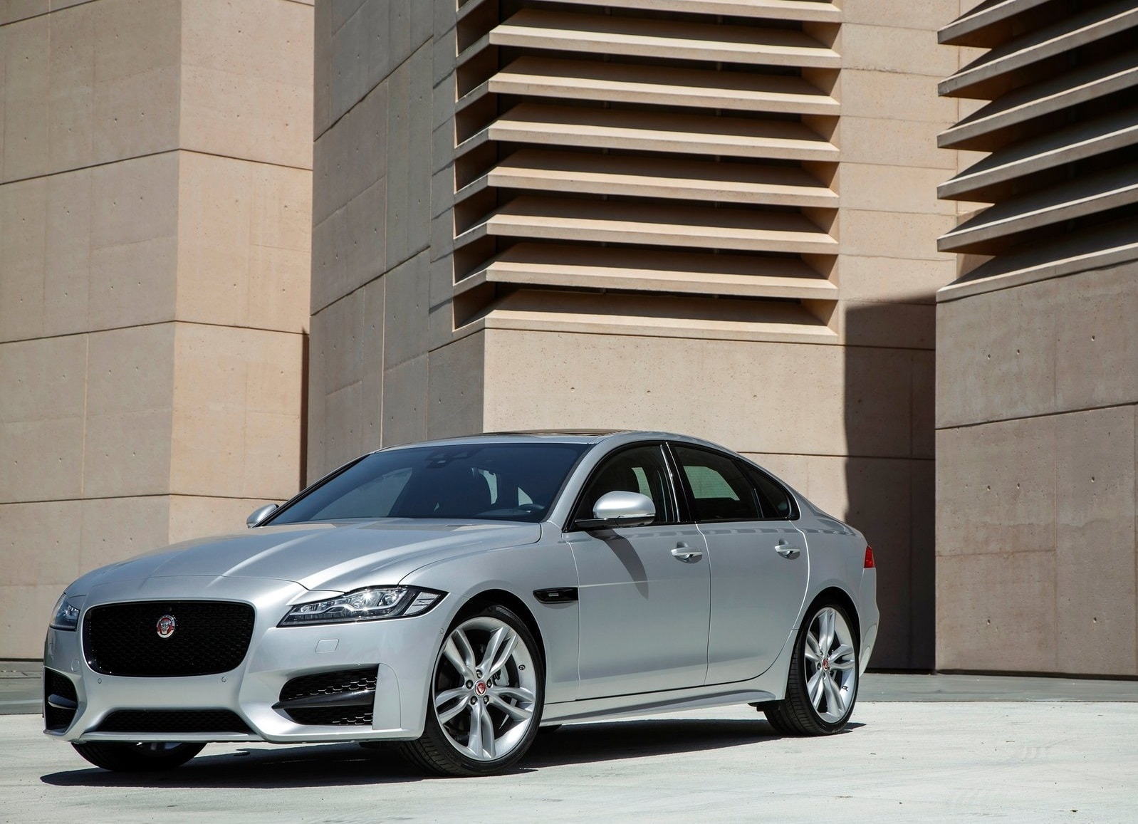 Jaguar XF 2 Desktop wallpapers