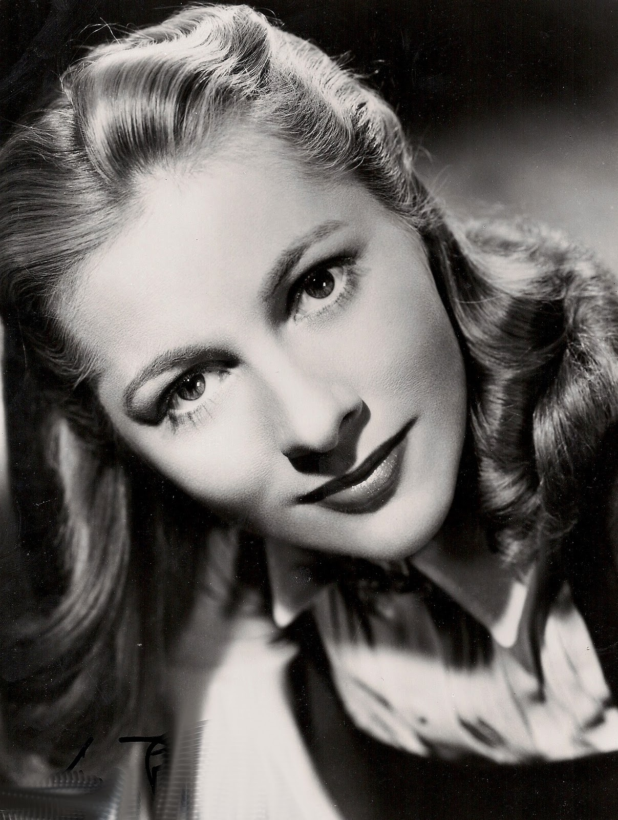Joan Fontaine Desktop wallpapers