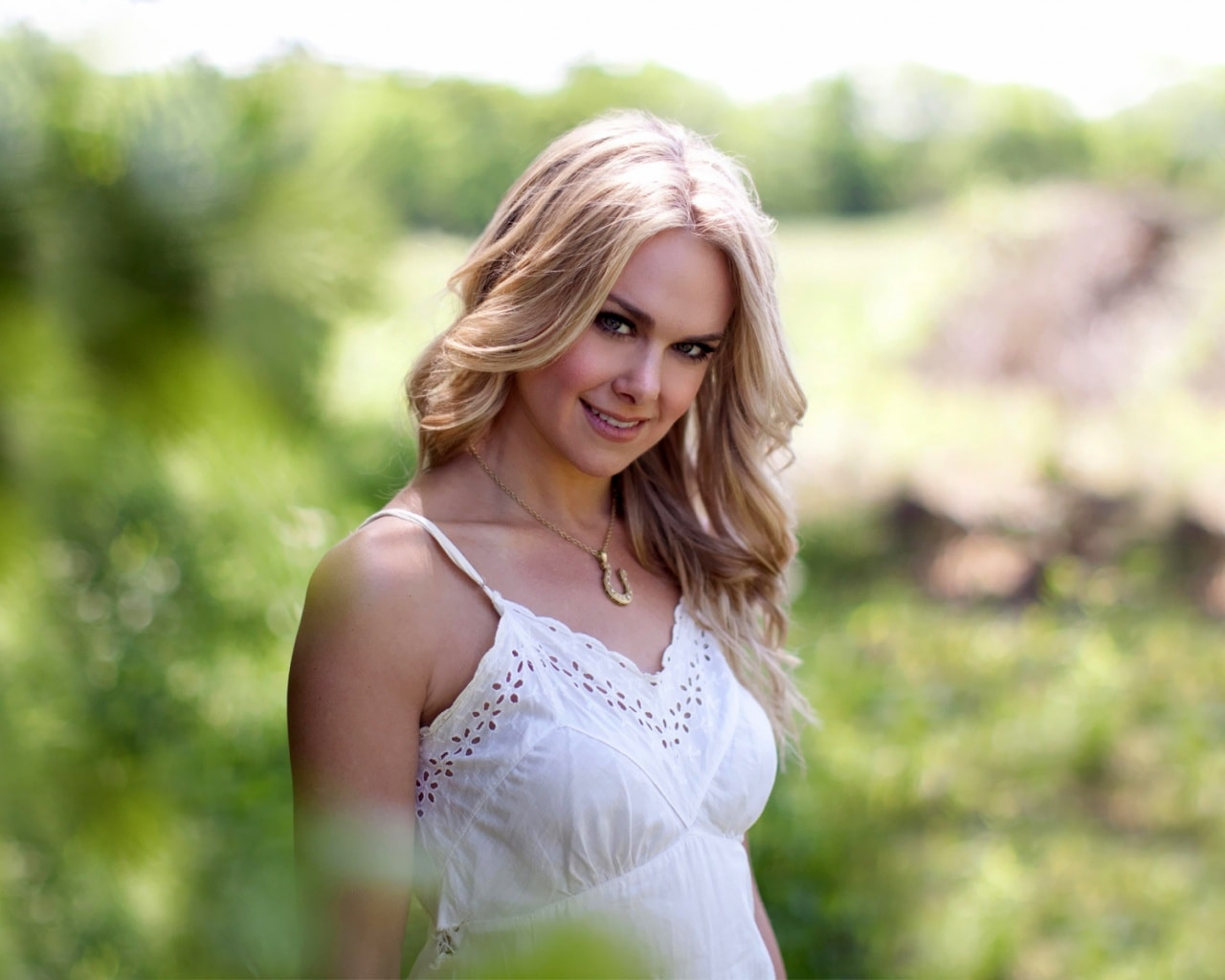 Laura Bell Bundy Screensavers