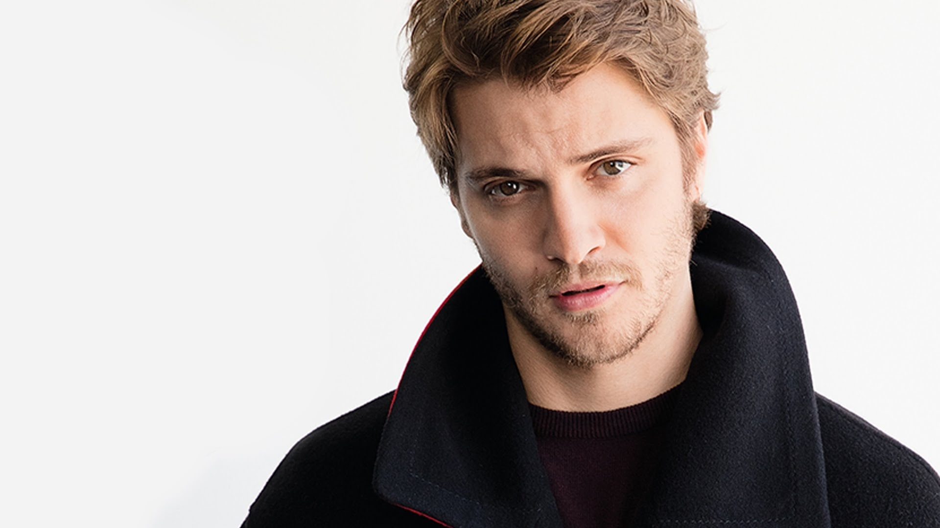 Luke Grimes Screensavers