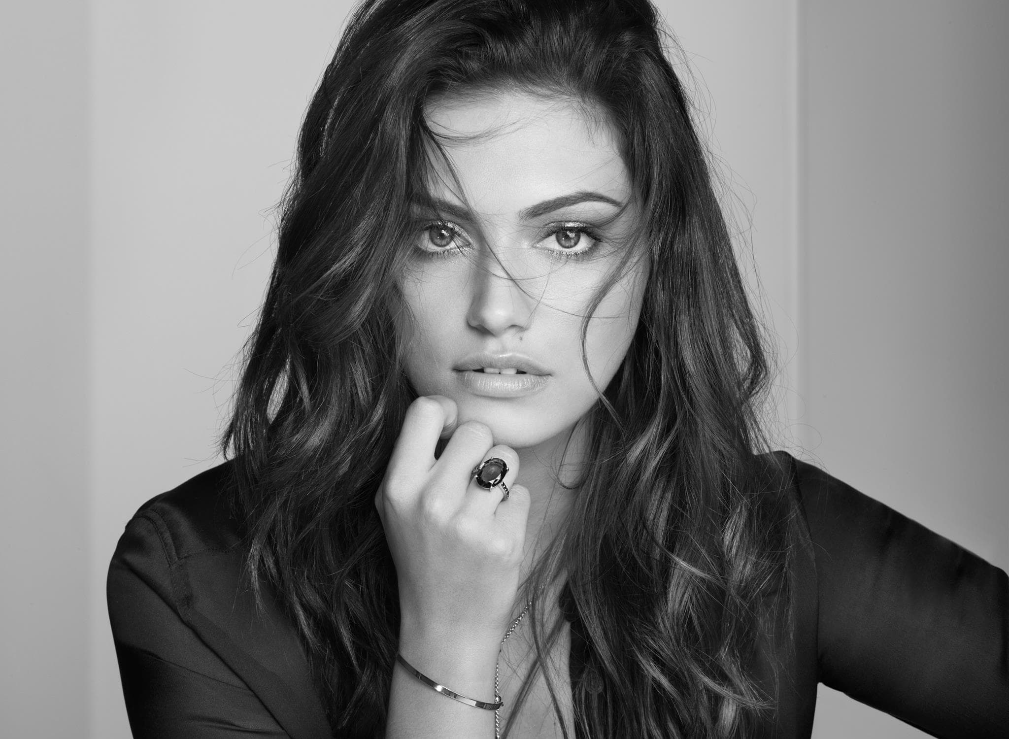 Phoebe Tonkin Desktop wallpapers