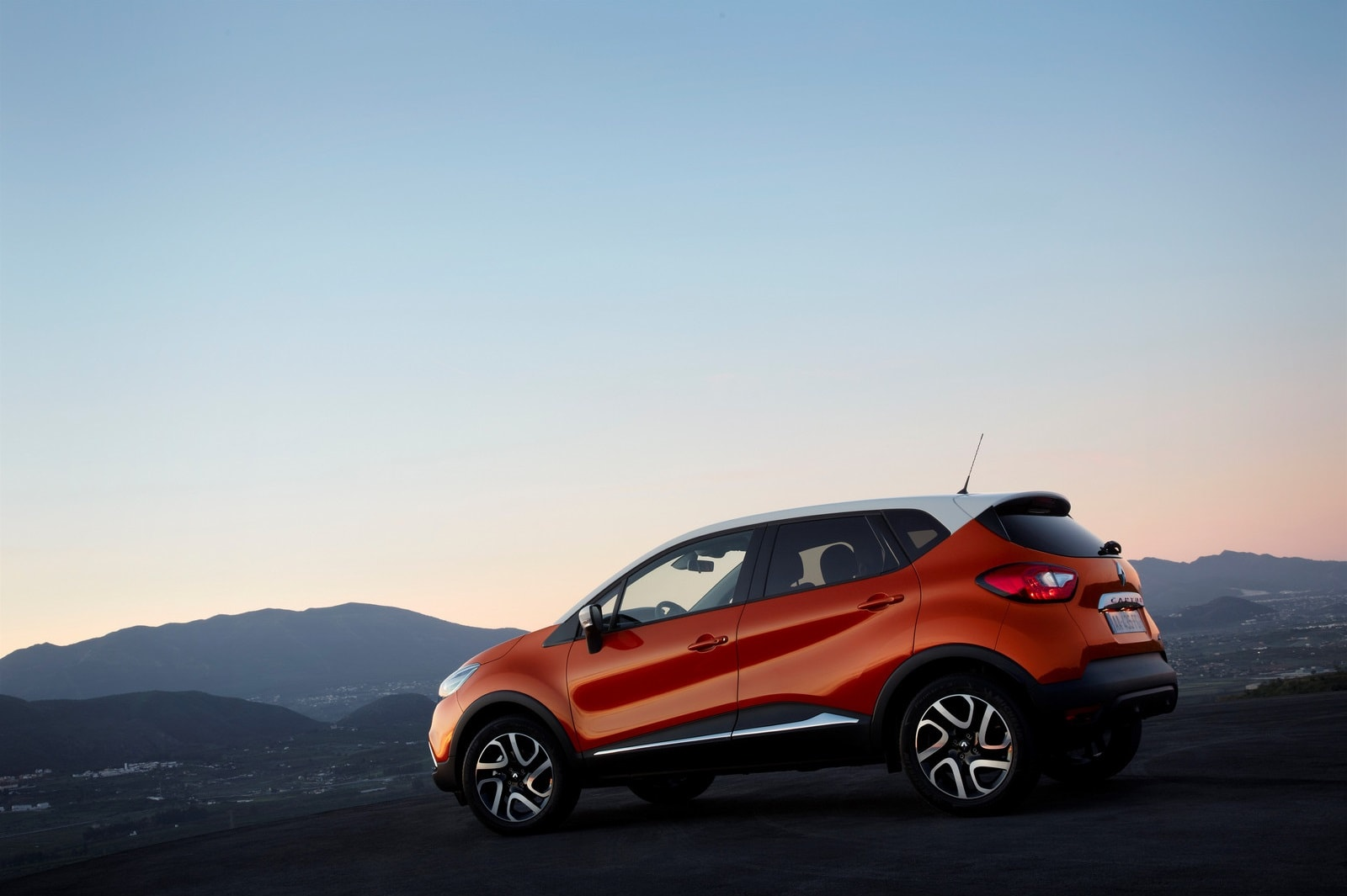 Renault Kaptur Pictures