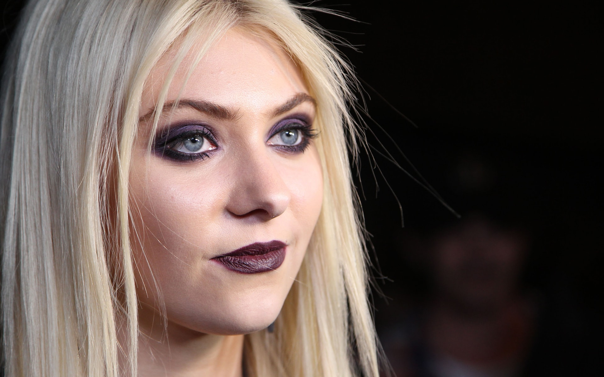 Taylor Momsen Desktop wallpapers