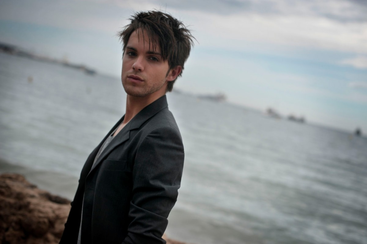 Thomas Dekker Screensavers
