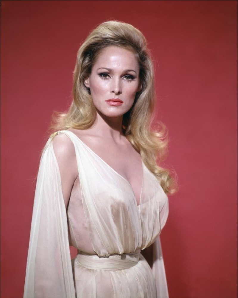 Ursula Andress Desktop wallpapers