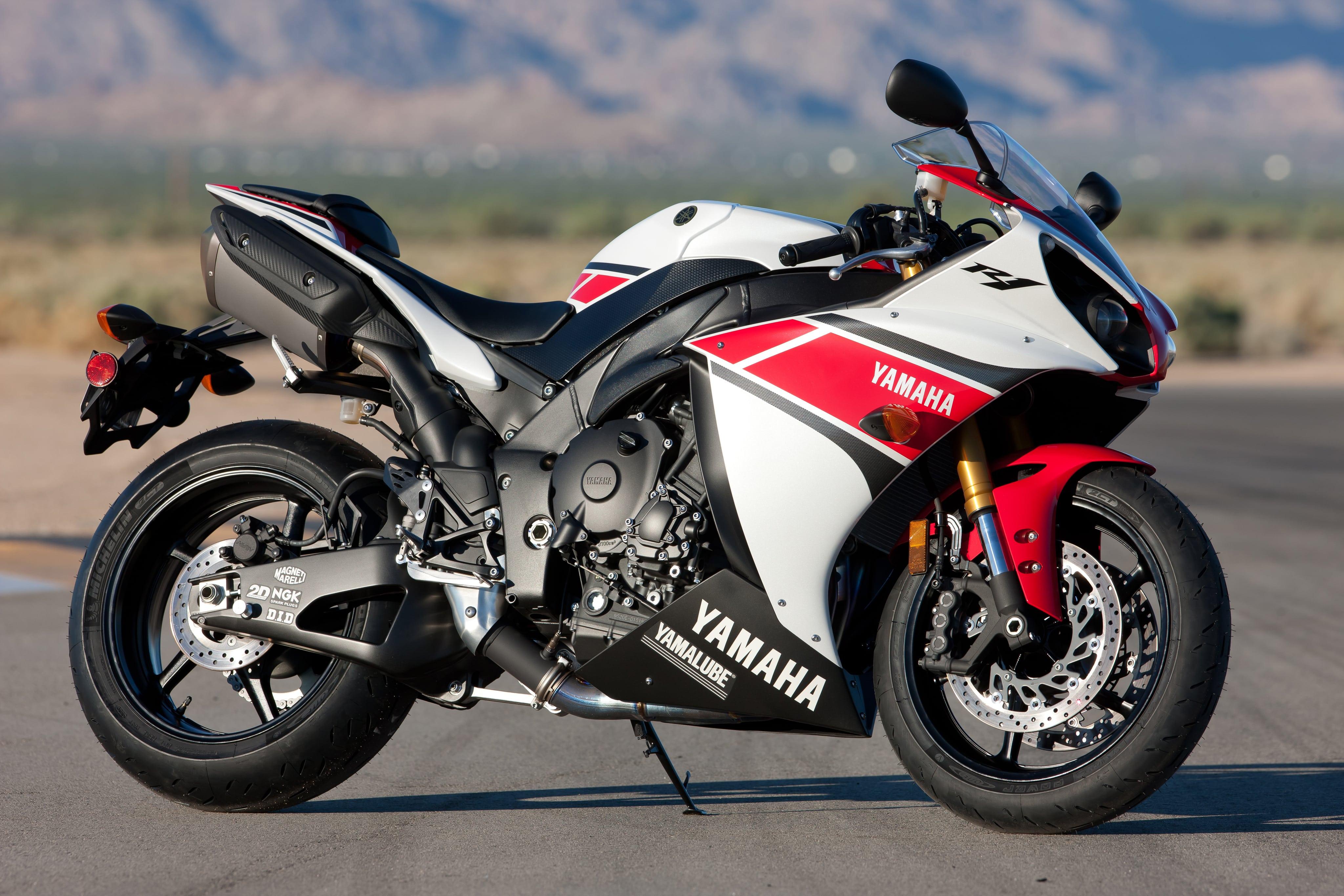 Yamaha YZF-R1 2012 Screensavers