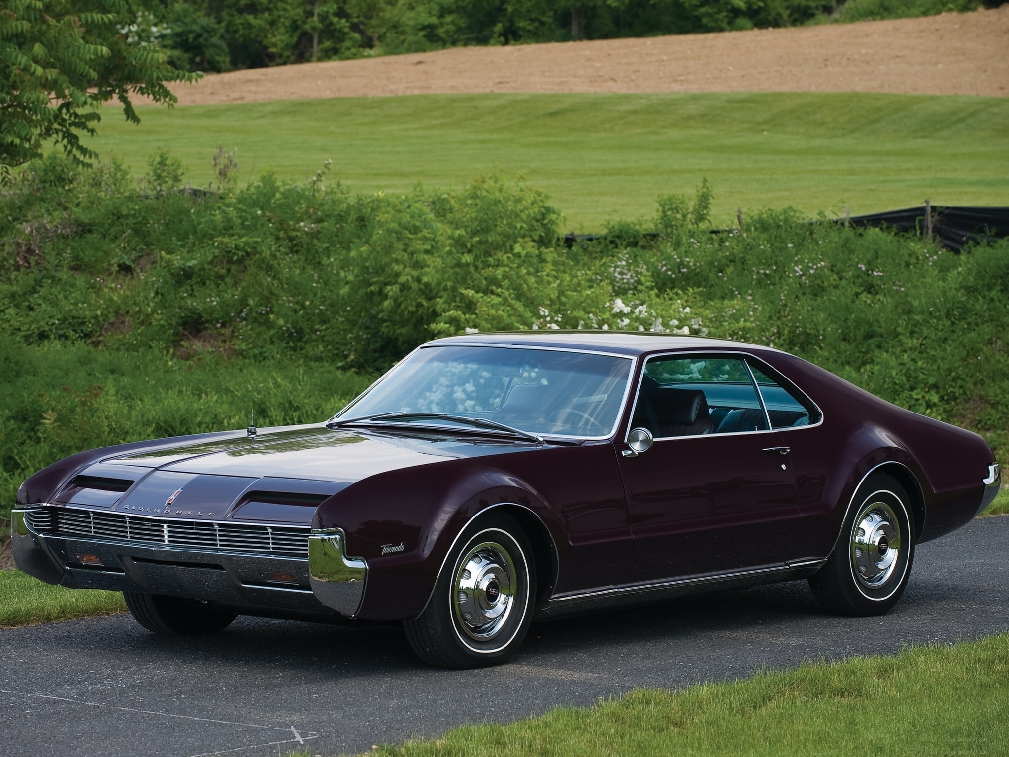 1966 Oldsmobile Toronado Background