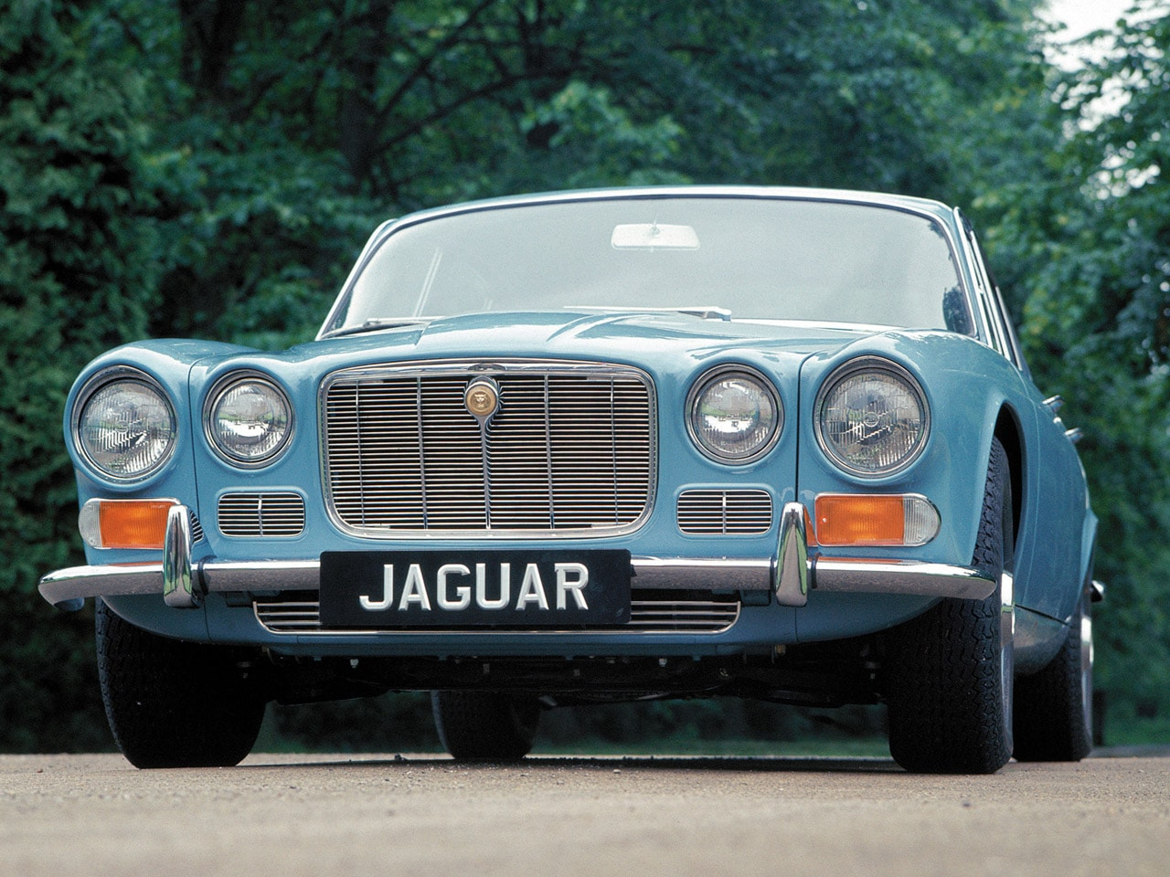 1968 Jaguar XJ6 Background