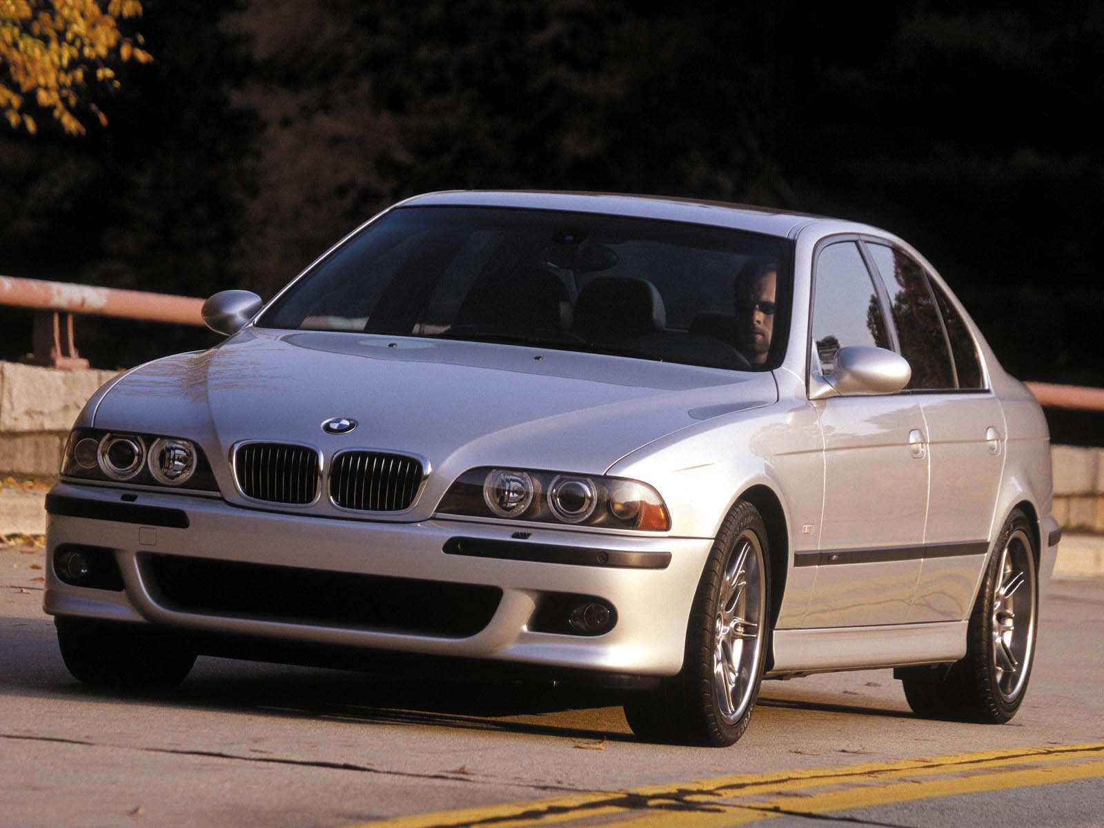 1999 BMW M5 Background