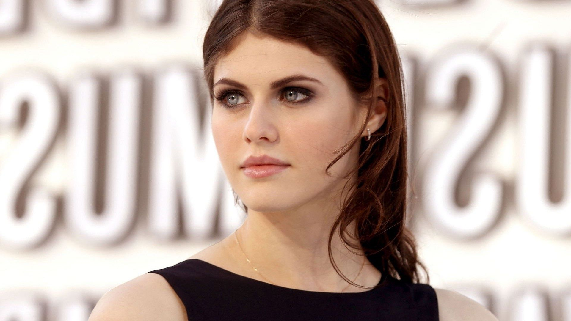 Alexandra Daddario Desktop Wallpapers Background