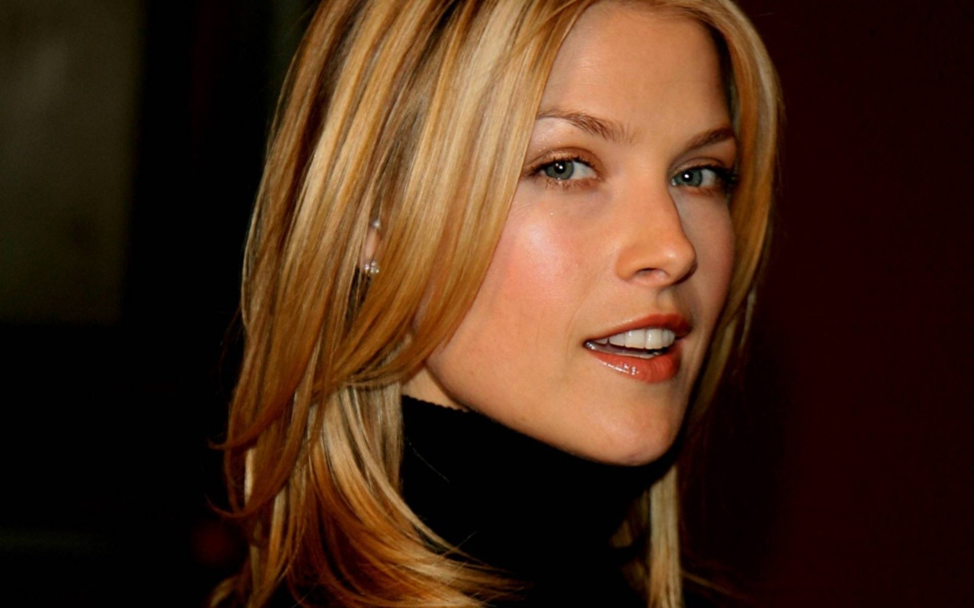 Ali Larter Background