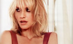 Amber Valletta Background